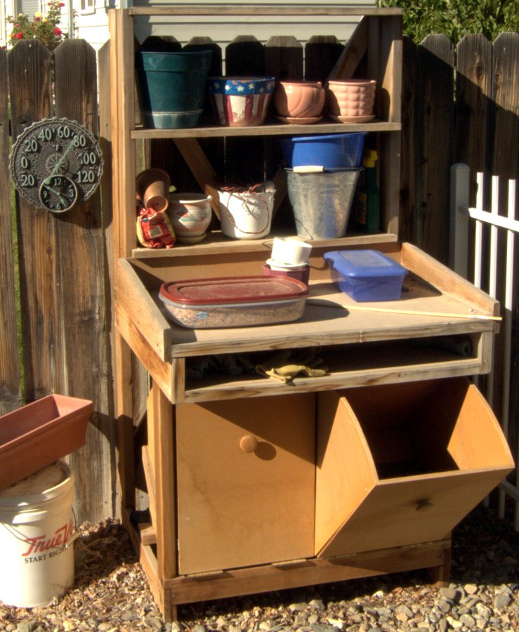 Gardeners work bench - Potting table with storage ...